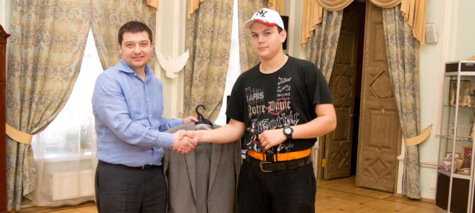 Костюмы для из малоимущих семей, проживающих в районе Тверской